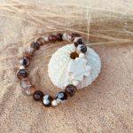 bracelet femme en agate et croix howlite