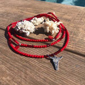 collier sautoir rouge tête de buffle verre de bohème
